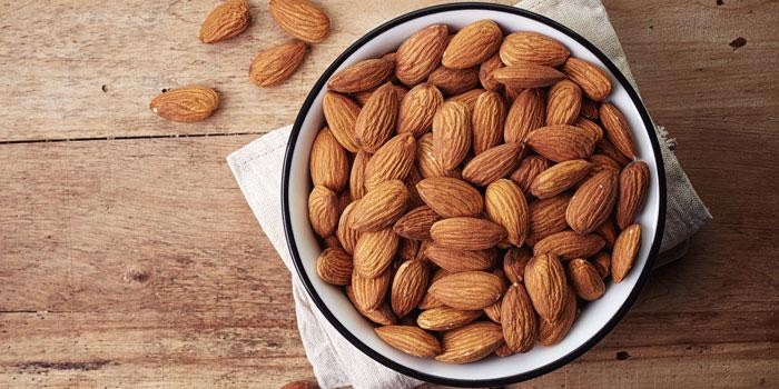 ALMONDS to risk of macular degeneration and prevents cataract